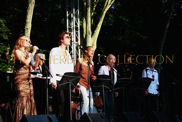 """Rufus Wainright, Kylie Minogue, Australian Pop-Star perform  """"Last Songs of Summer"""" at The Watermill Center, August 28, 2010"""
