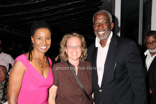 B.Smith, Jodi Davis, B.Smith<br /> photo by Rob Rich © 2010 robwayne1@aol.com 516-676-3939