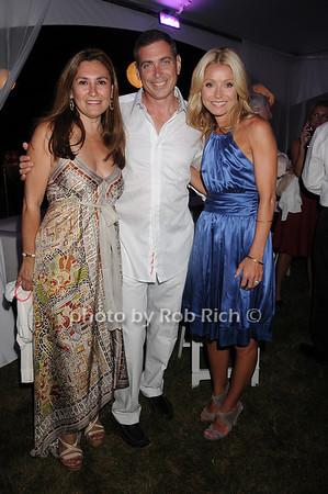Maria  Fishel, Ken Fishel, Kelly Ripa<br /> photo by Rob Rich © 2010 robwayne1@aol.com 516-676-3939