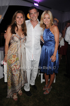 Maria  Fishel, Ken Fishel, Kelly Ripa<br /> photo by Rob Rich © 2010 robwayne1@aol.com 516-676-3939