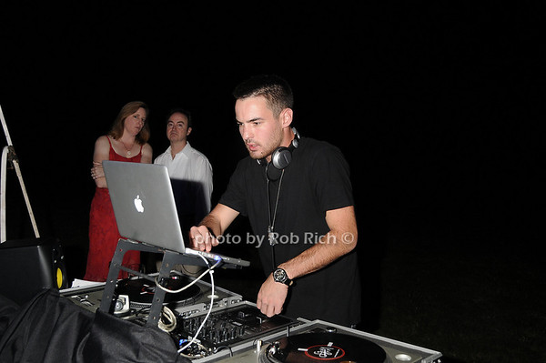 DJ<br /> photo by Rob Rich © 2010 robwayne1@aol.com 516-676-3939