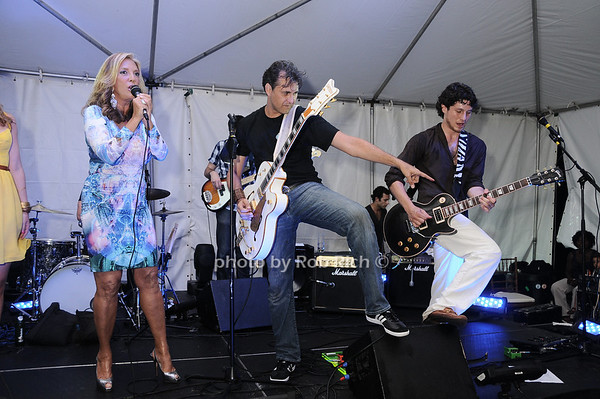 "Denise Rich sings with the ""Born Again Baldwins"" photo by Rob Rich © 2010 robwayne1@aol.com 516-676-3939"