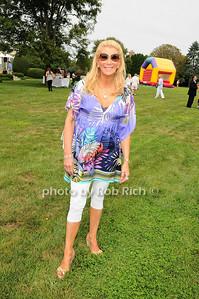 Michelle Walker photo by Rob Rich © 2010 robwayne1@aol.com 516-676-3939