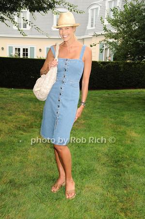 Beth Ostrosky Stern<br /> photo by Rob Rich © 2010 robwayne1@aol.com 516-676-3939