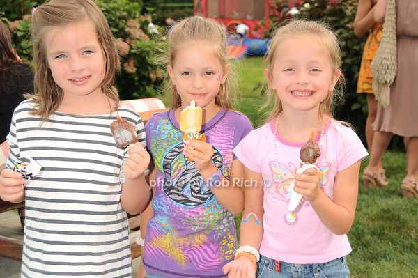 Louisa McDermitt, Gaby Douzet, Gigi Douzet<br /> photo by Rob Rich © 2010 robwayne1@aol.com 516-676-3939