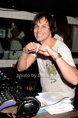 DJ Lee KALT<br /> photo by Rob Rich © 2010 robwayne1@aol.com 516-676-3939