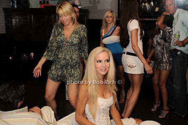 candid<br /> photo by Rob Rich © 2010 robwayne1@aol.com 516-676-3939
