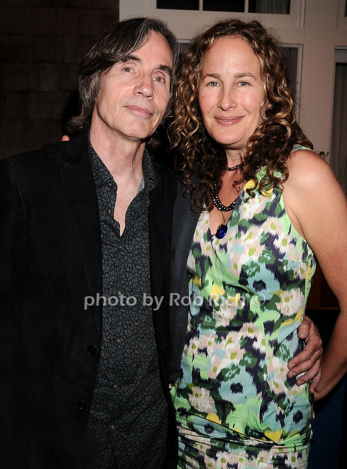 Jackson Browne and Dianna Cohen at the Oceana fundraiser in Watermill on July 10, 2010. photo by Rob Rich/SocietyAllure.com