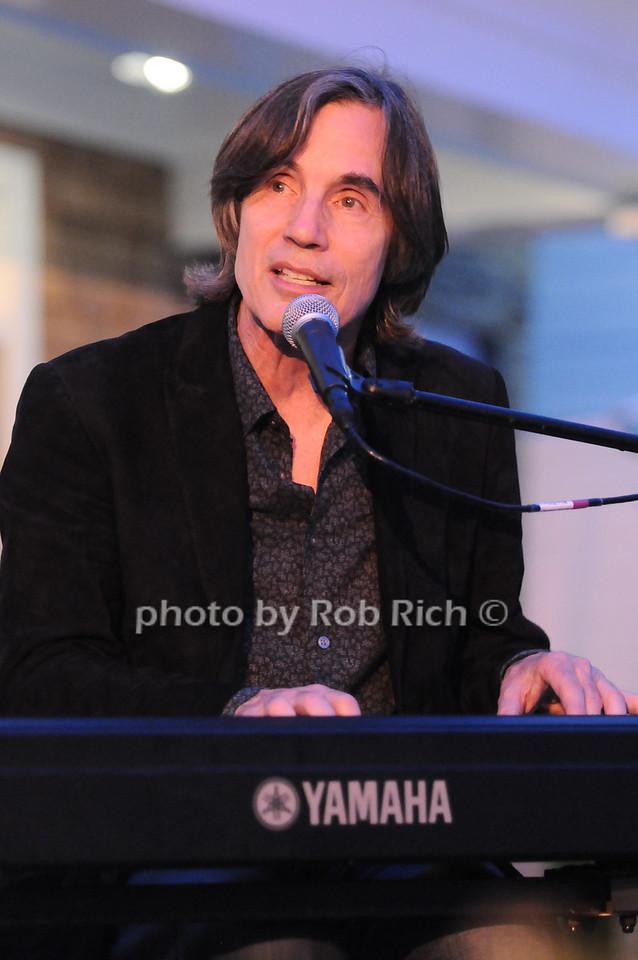 Jackson  Browne photo by Rob Rich © 2010 robwayne1@aol.com 516-676-3939