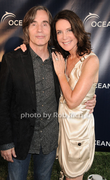 Jackson Browne and Lois Robbins at the Oceana fundraiser in Watermill on July 10, 2010. photo by Rob Rich/SocietyAllure.com