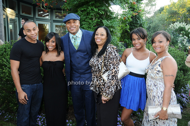 Najee Smith ,Italia Smith, L.L. Cool J, Ondrea Smith, Samaria Smith, Simone Smith <br /> photo by Rob Rich © 2010 robwayne1@aol.com 516-676-3939