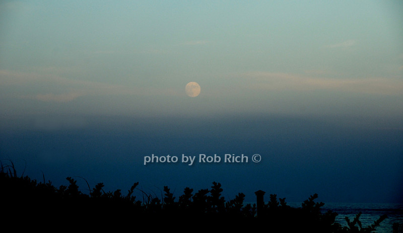 moonrise<br /> photo by Rob Rich © 2010 robwayne1@aol.com 516-676-3939