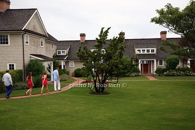 Adam Manson, Indrani, Bobby Zarin, Jill Zarin, on tour of properties.