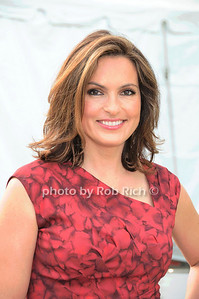 Mariska Hartigay photo by Rob Rich © 2010 robwayne1@aol.com 516-676-3939