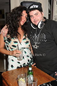 guest, DJ Vibe photo by Rob Rich © 2010 robwayne1@aol.com 516-676-3939