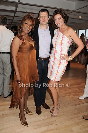 Thelma Houston, Gerry Logue, Countess Luann de Lesseps<br /> 5-29-10 @ The Miracle House 20th.Anniversary Benefit @ the Bridgehampton Surf and Tennis Club in Bridgehampton.<br /> photo by Rob Rich/SocietyAllure.com © 2010 robwayne1@aol.com 516-676-3939