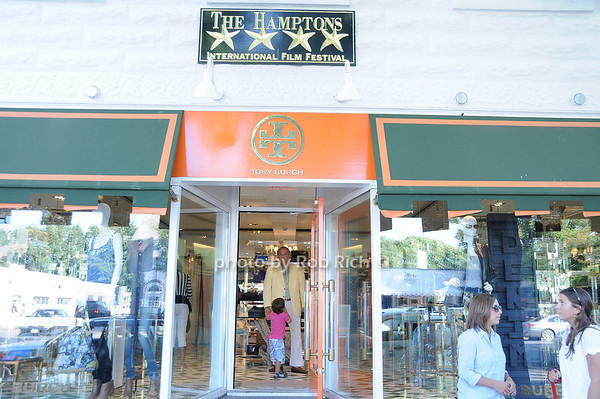Tory Burch store in Easthampton<br /> photo by Rob Rich © 2010 robwayne1@aol.com 516-676-3939