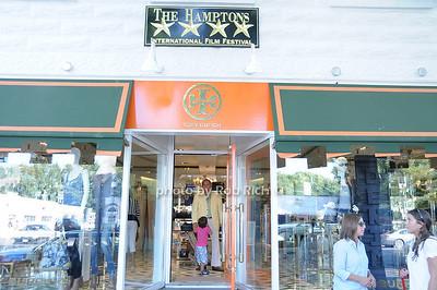 Tory Burch store in Easthampton photo by Rob Rich © 2010 robwayne1@aol.com 516-676-3939