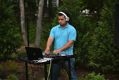 DJ photo by Rob Rich/SocietyAllure.com © 2016 robwayne1@aol.com 516-676-3939