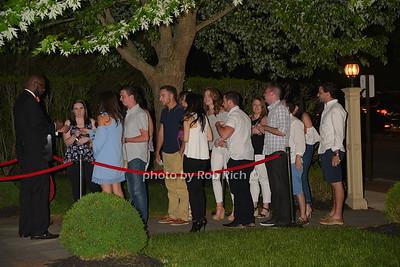 line waiting to get into Social Club photo by Rob Rich/SocietyAllure.com © 2016 robwayne1@aol.com 516-676-3939