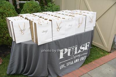 gift bags photo by Rob Rich/SocietyAllure.com © 2016 robwayne1@aol.com 516-676-3939