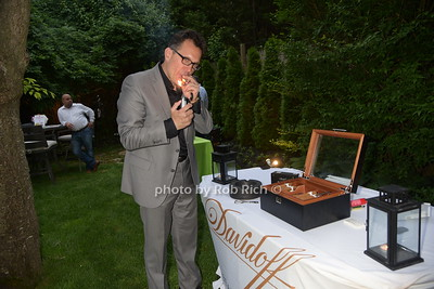 Eric Flores cuts a Davidoff photo by Rob Rich/SocietyAllure.com © 2016 robwayne1@aol.com 516-676-3939