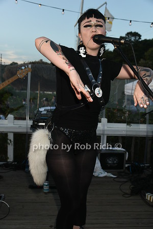 "Naomi ""Nai Palm"" Saalfield from Hiatus Kaiyote   photo by Rob Rich/SocietyAllure.com © 2016 robwayne1@aol.com 516-676-3939"