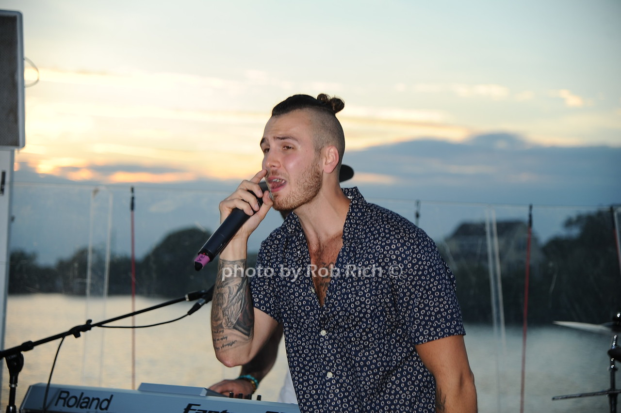 John Thomas (lead singer of Lipstick Gypsey)photo by Rob Rich/SocietyAllure.com © 2016 robwayne1@aol.com 516-676-3939