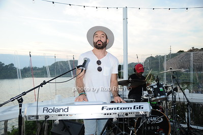 Lipstick Gypsey keyboardist Chris Liggio photo by Rob Rich/SocietyAllure.com © 2016 robwayne1@aol.com 516-676-3939