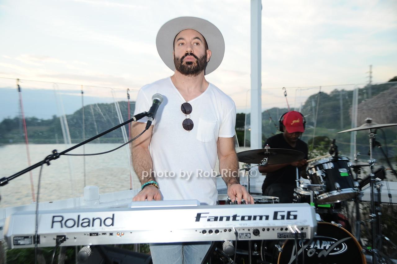 Lipstick Gypsey keyboardist Chris Liggiophoto by Rob Rich/SocietyAllure.com © 2016 robwayne1@aol.com 516-676-3939