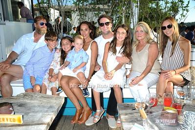 family photo by Rob Rich/SocietyAllure.com © 2016 robwayne1@aol.com 516-676-3939