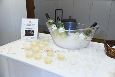 Amagansett Wine & Spirits photo by Rob Rich/SocietyAllure.com © 2016 robwayne1@aol.com 516-676-3939