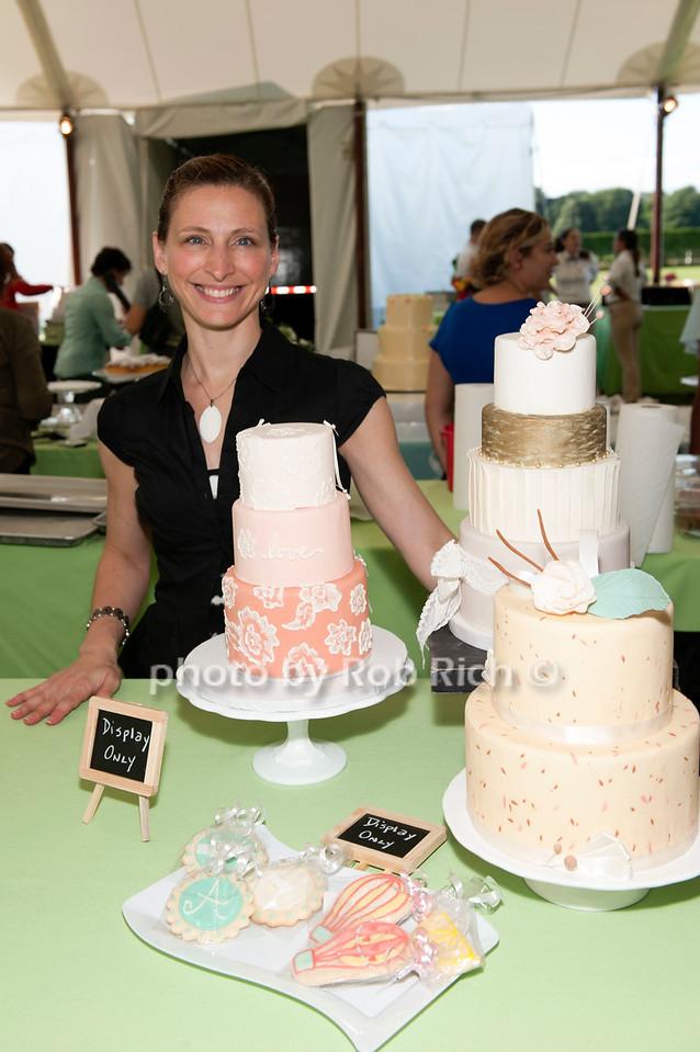 Lisa Vivo,  for Lisa Vivo Custom Cakes photo by D.Gonzalez for Rob Rich/SocietyAllure.com ©2017 robrich101@gmail.com 516-676-3939