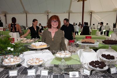 Susan Walsh - Clarkson Ave. Crumbcake photo by D.Gonzalez for Rob Rich/SocietyAllure.com ©2017 robrich101@gmail.com 516-676-3939