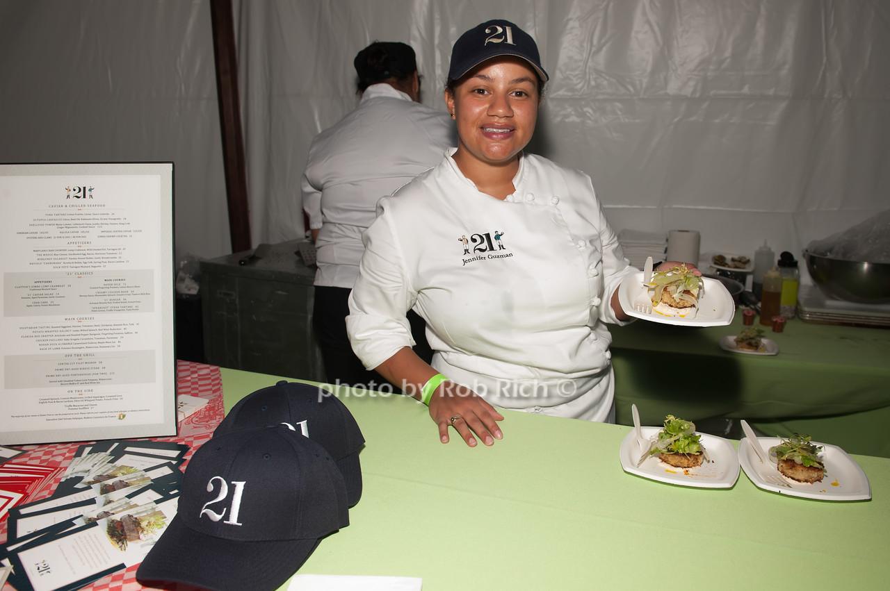 Jennifer Guzman - 21 photo by D.Gonzalez for Rob Rich/SocietyAllure.com ©2017 robrich101@gmail.com 516-676-3939