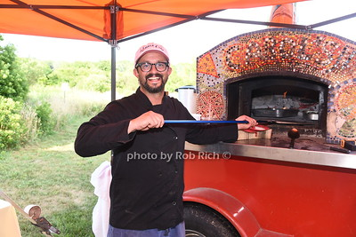 Chef Arjun Achuthan from HAYGROUND SCHOOL pops out the pizza at the 28th.Annual SOFO Summer Gala at the South Fork Natural History Museum in Bridgehampton on Saturday, July 8, 2017. photos by Rob Rich/SocietyAllure.com ©2017 robrich101@gmail.com 516-676-3939