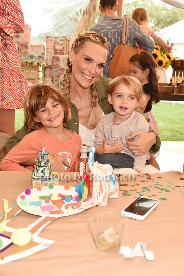 Brooks Stuber, Molly Sims, and Scarlett Stuber photo by Rob Rich/SocietyAllure.com ©2017 robrich101@gmail.com 516-676-3939