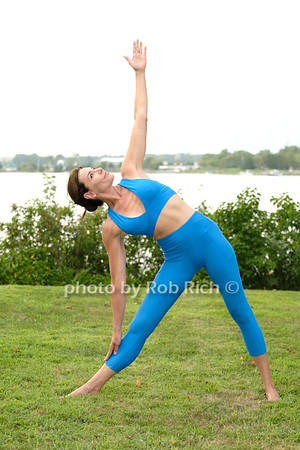 RHONY Luann de Lesseps does Yoga photo by Rob Rich/SocietyAllure.com ©2020 robrich101@gmail.com 516-676-3939