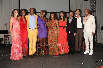 Soledad O'Brien, Kara Walker, Danny Simmons, Mary J.Blige, Kimberly B.Davis, Tamara Mellon, Oz Mellon, Edward Norton, and Russell Simmons attend the Art for Life benefit at the home of Russell Simmons (July 30, 2011)