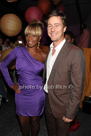 Honorees Mary J. Blige and Edward Norton attend the Art for Life benefit at the home of Russell Simmons (July 30, 2011)
