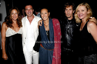 August 15- Bridgehampton:(l-r) Kelly Klein,Andre Balazs,Donna Karan,Steven Klein, and Kim Catrall   attend  the  Ellen's Run  benefit  at the home of Steven Klein  in  Bridgehampton on August 1,2009.  photo by Rob Rich /SocietyAllure.com
