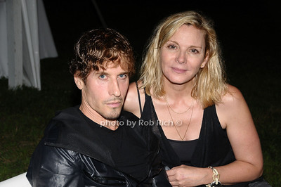 August 15- Bridgehampton:(l-r) Steven Klein and Kim Catrall    attend the  Ellen's Run  benefit  at the home of Steven Klein  in  Bridgehampton on August 1,2009.  photo by Rob Rich /SocietyAllure.com