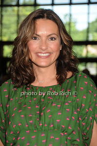 Mariska Hargitay attends  the Hamptons for Haiti Brunch at the Ross School (July 17, 2011)