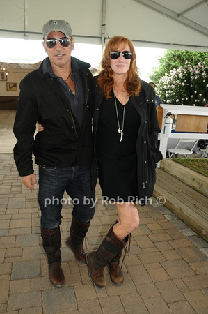 Bruce Springstein, Patti Scialfa photo by Rob Rich © 2009 robwayne1@aol.com 516-676-3939