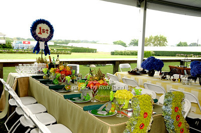 Meadowview Farm table photo by Rob Rich © 2009 robwayne1@aol.com 516-676-3939