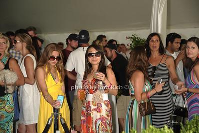 crowd  photo by Rob Rich/SocietyAllure.com © 2011 robwayne1@aol.com 516-676-3939