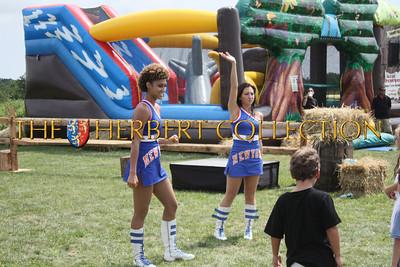 New York Knicks Cheerleaders teach everyone some dance moves