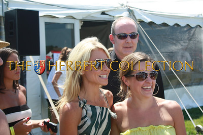 Kelly Ripa graciously photographs with an admirer