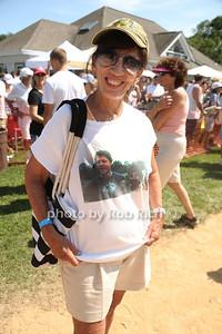 Die Hard Clinton fan photo by Rob Rich/SocietyAllure.com © 2013 robwayne1@aol.com 516-676-3939