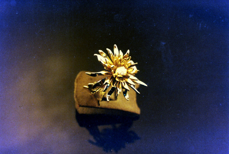Fabricated Chrysantemum-1<br /> Yellow and white gold.